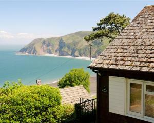 devon-cottage-with-sea-view